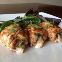'BBQ Chicken Pizza' roll ups! chicken breast stuffed with gouda, mozzarella, red onion, bbq sauce & some fresh cilantro! 290 calories with 36 grams of protein!