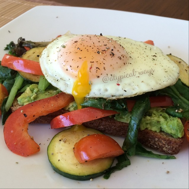 Avocado Toast with sautéed Vegetables & topped with an Egg. Perfect 250 calorie breakfast
