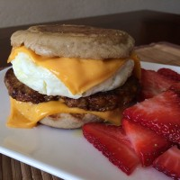 Turkey Sausage, Egg & Cheese Muffin - ready in 10 minutes! 315cal/34carb/7fat/34pro.