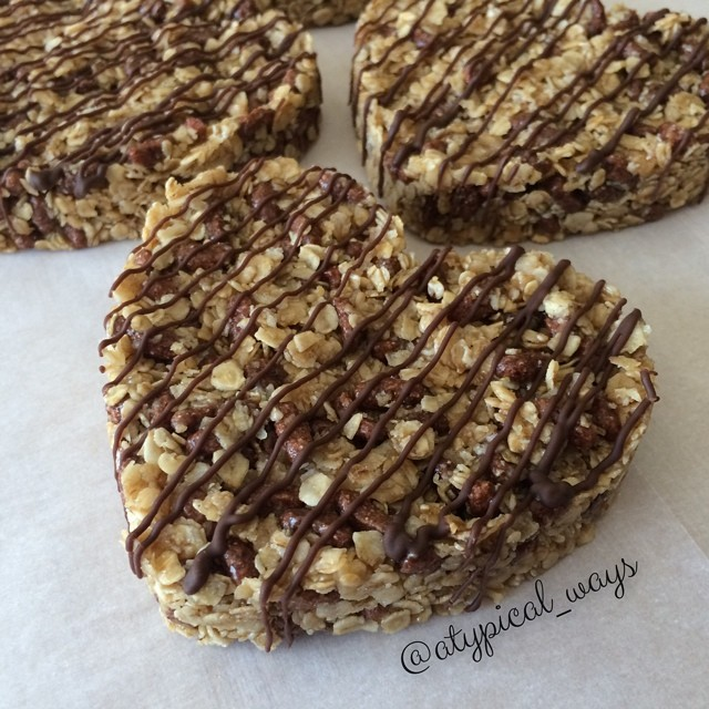 Chewy 'No Bake' Oat & Chocolate Granola Bars!