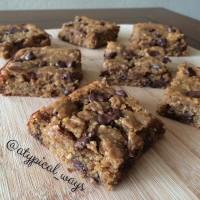 Gluten Free Peanut Butter & Chocolate Chip PROTEIN Blondies - no beans!