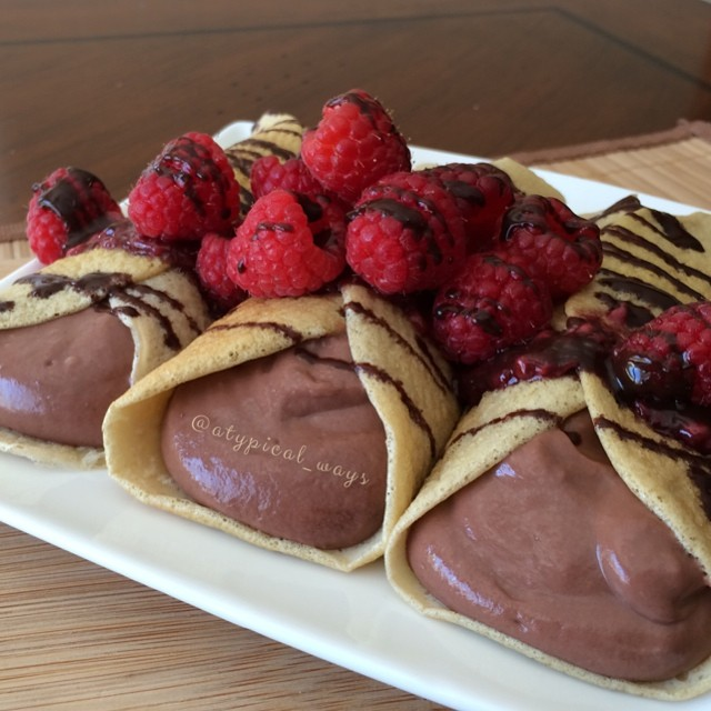 Chocolate & Raspberry Protein Crepes - 305cal/23carb/5fat/39pro
