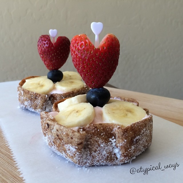 Cinnamon & Sugar Tortilla Bowls filled with Strawberry Greek Yogurt & fresh Fruit!