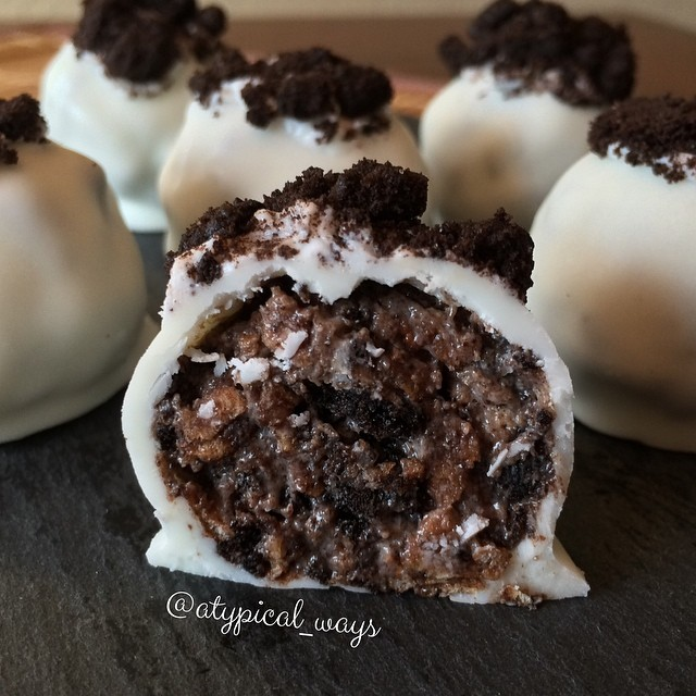 Oreo Cocoa Krispy Truffles - Super simple, with just a few ingredients!
