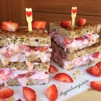 Strawberry 'Cheesecake' Stuffed French Toast - only 265 calories!
